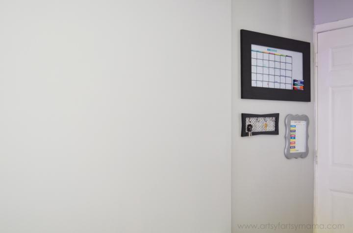 Home Command Center at artsyfartsymama.com #Wallternatives