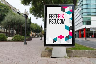 Plakat uliczny jako źródło informacji.