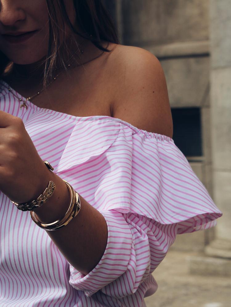 Outfit de primavera 2017 llevando blusa de volantes