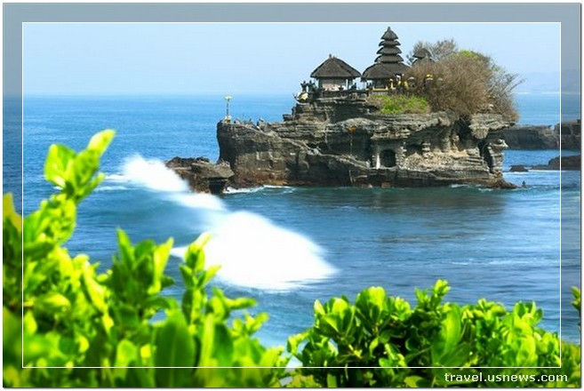 Tanah Lot Temple - Top 7 Best Places to Travel in Bali, Indonesia at Least Once