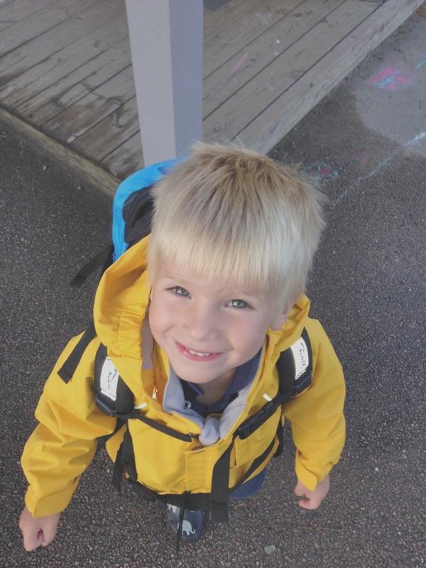 79832fea Både Felix og Mats har begge fått seg gule skalljakker – for den som  kjenner meg vet at jeg elsker gult! Skalljakkene har knapper på innsiden  hvor ...