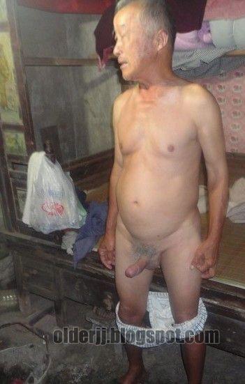 FUCKEN ZOOMING naked old man penis pics milf