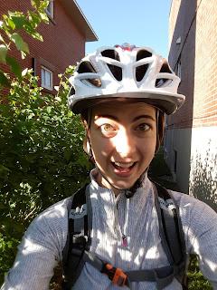 Cycliste, casque de vélo, Montréal l'été, haie
