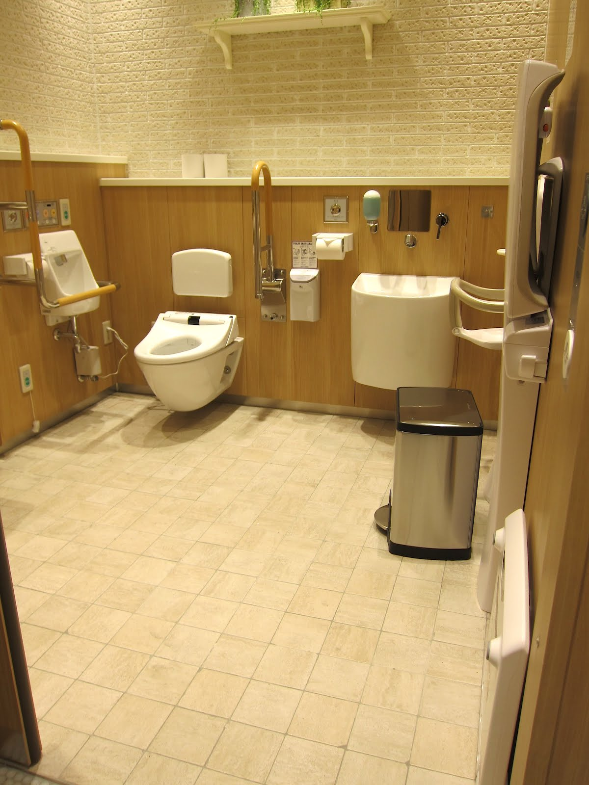 Hello Talalay: Japanese Bathrooms, State Of The (F)art.