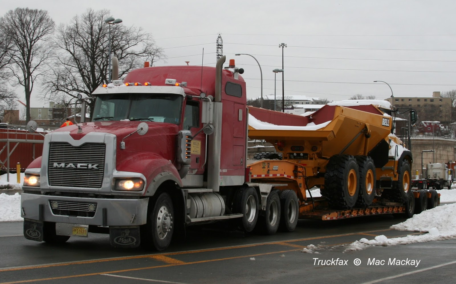mills big mack titan and paron trailer was on the road today hauling one of the imported bell articulated off road dump trucks this one a b30e which  [ 1600 x 999 Pixel ]