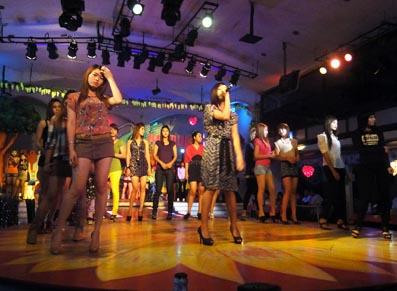 Myanmar Nightlife Girls Dancing