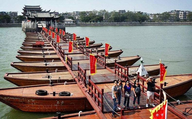 El puente flotante Guangji | China