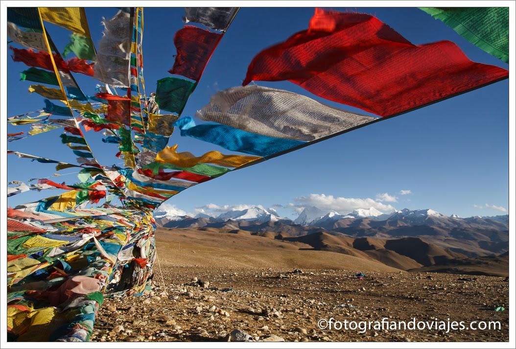 banderas de oracion en himalaya Tibet