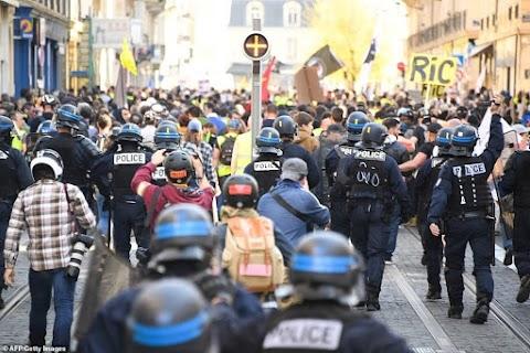 Francia zavargások - Békés felvonulások a huszadik megmozduláson, a vidéki városokban kisebb összecsapások