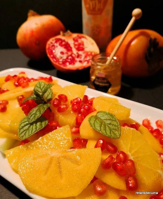 Amanida de fruites amb agredolç i mel de taronger
