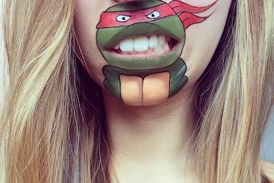 Caricaturade tortuga NInja que cobra vida en el rostro de una mujer