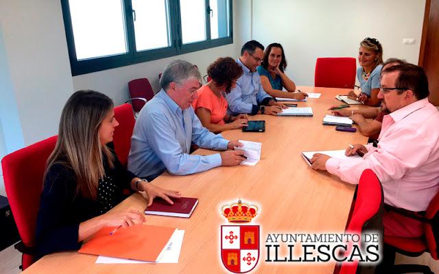Un momento de la reunión del alcalde y edil de deportes con los directores de los colegios de Illescas. IMAGEN ILLESCAS COMUNIACIÓN