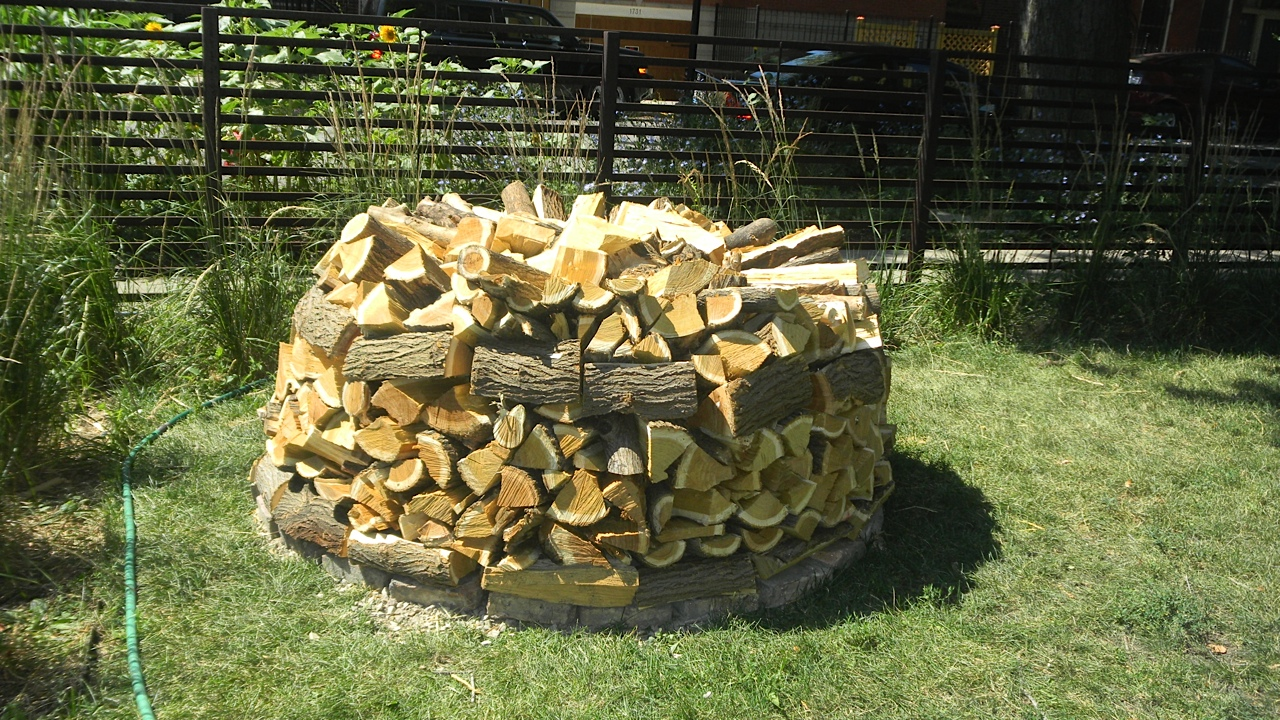 Green Roof Growers Building A Holz Hausen Or Beehive Woodpile