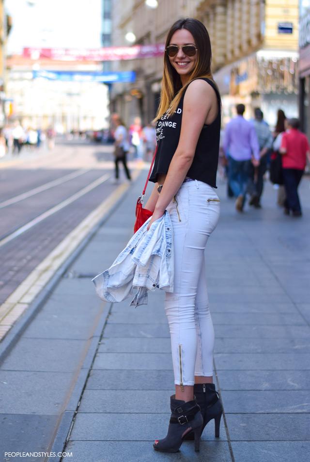 street style looks may zagreb. how to wear white jeans. Danijela Mandac stajling uske bijele traperice i kratki crni topić
