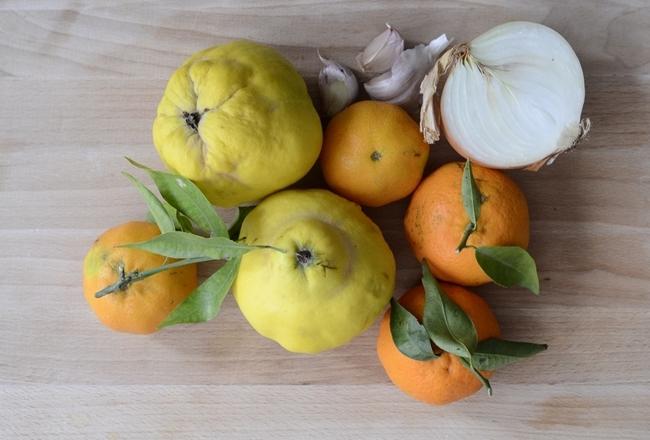 Cordero asado con membrillo y mandarinas