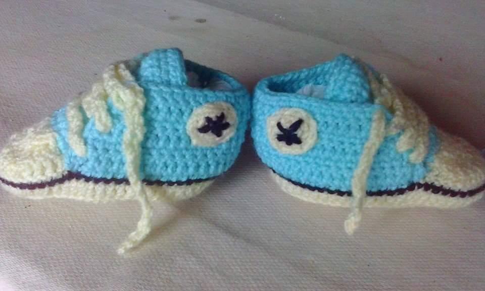 Aramela*Artesanías: Escarpines a crochet tipo zapatillas (con patrón)