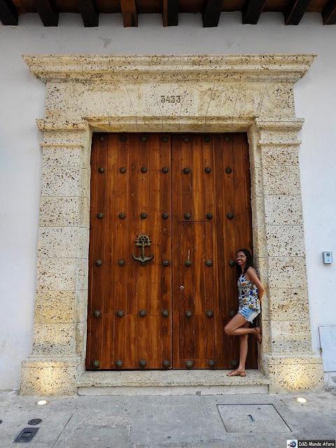 Aldrava de âncora na porta histórica de Cartagena - O que fazer em Cartagena, Colômbia