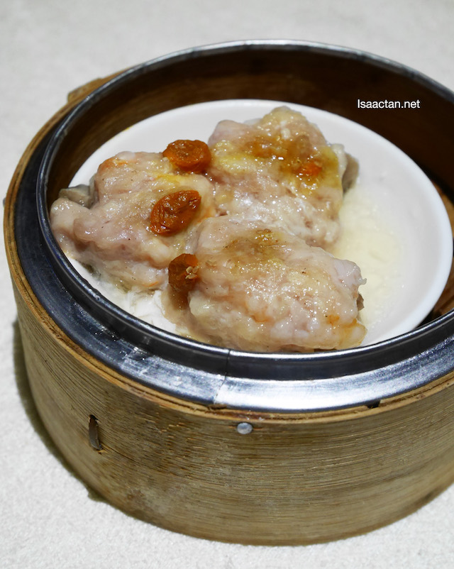 Steamed Stuffed Mushroom with minced chicken and shrimp