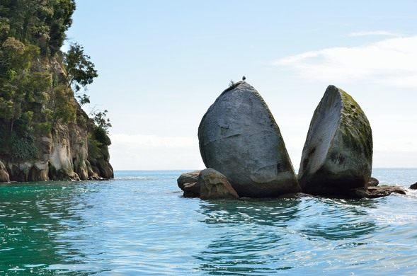 Tokangawhā / Split Apple Rock