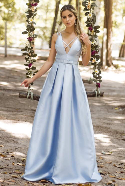 vestido longo azul claro estilo princesa