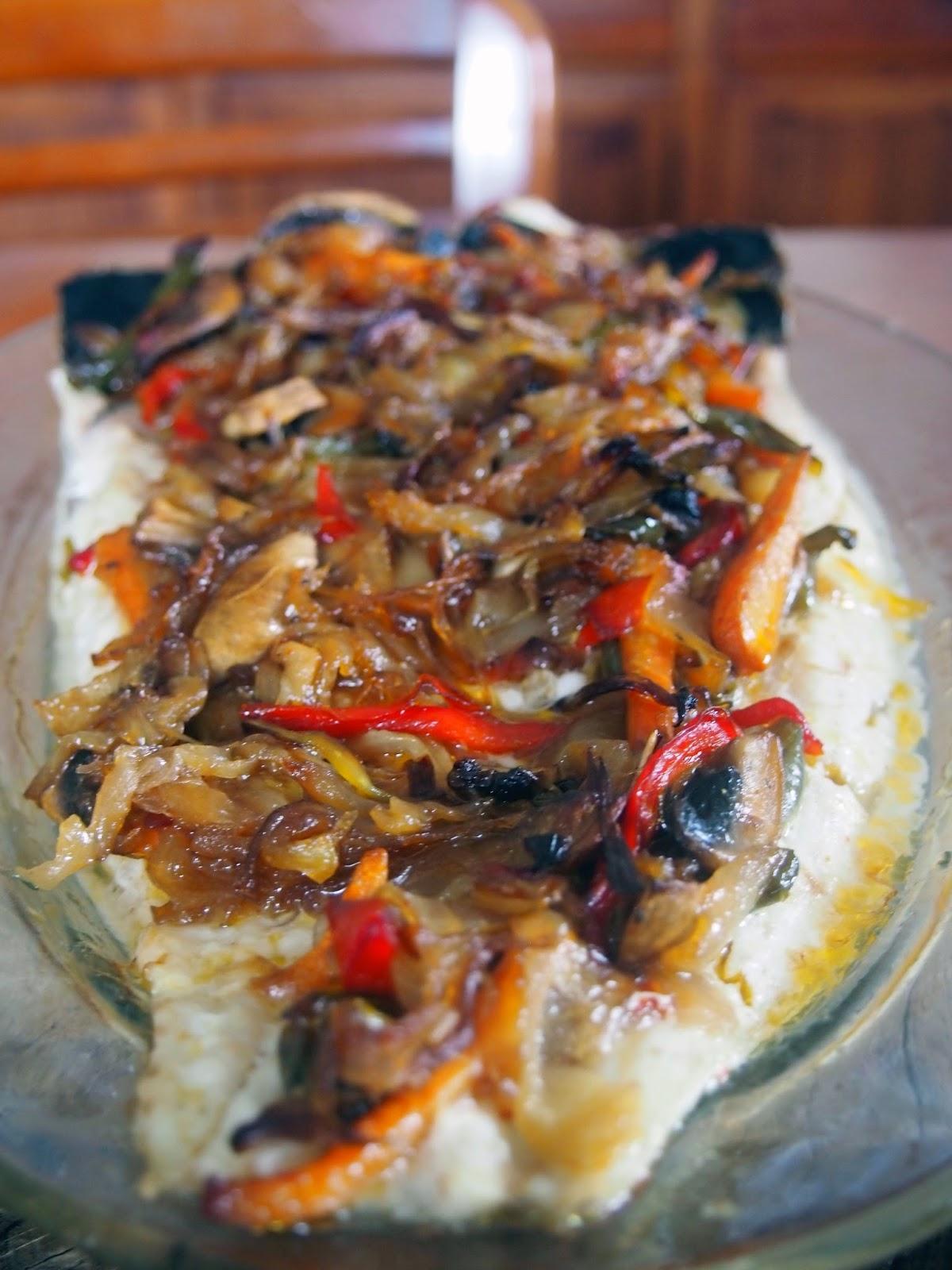 merluza, abierta en canal, al horno con verduras