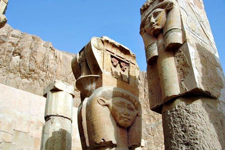 Hatşepsut firavun olduktan 22 sene sonra hayata gözlerini yumdu, yerine III. Thutmose geçti.