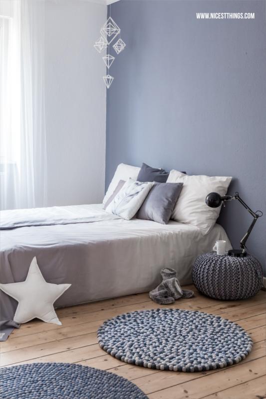 Filzkugelteppich Kugelteppich grau rund Schlafzimmer #filzkugelteppich #kugelteppich #schlafzimmer #bedroom #feltballrug