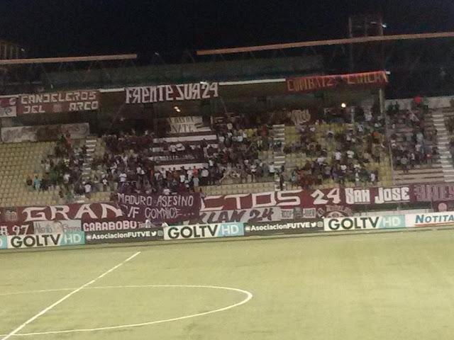 Detienen partido de fútbol por pancarta contra Maduro