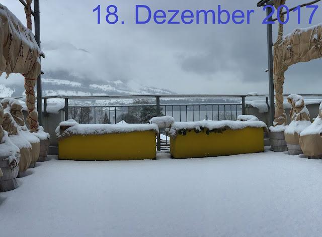 Schnee auf dem Genussbalkon