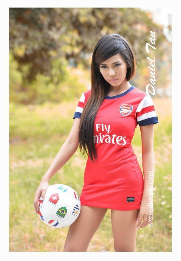 aj sachi sexy soccer bikini pics 01