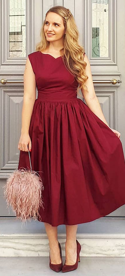 Sleeveless midi dress in wine | Find sexy valentines day clothes and valentines day fashion. 31+ Cute Valentines Day Outfits for Every Type of Date. Valentine style via higiggle.com #valentine #fashion #outfits #love