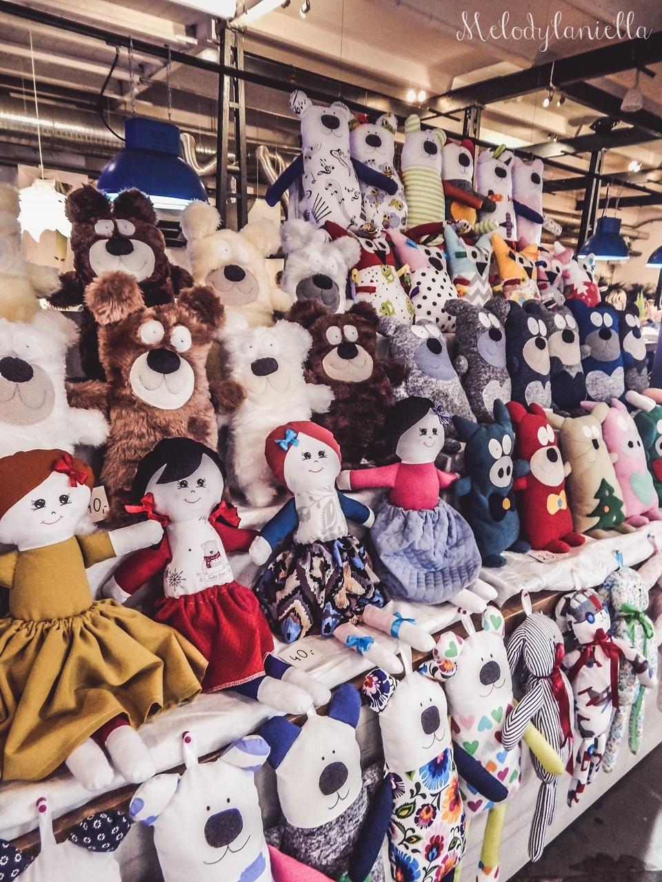 15 nietypowy jarmark świąteczny piotrkowska 217 co dzieje się w łodzi dwukropek ogrody zofii bożonarodzeniowy jarmark targ świąteczny świat z lukru pierniki świąteczne łódź biżuteria handmade piando zigner