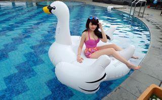 Winny Putri Lubis lagi mandi sama burung