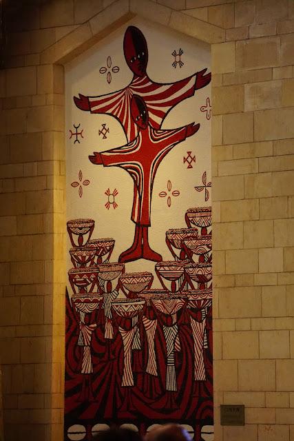 תמונות קיר בתוך כנסיית הבשורה