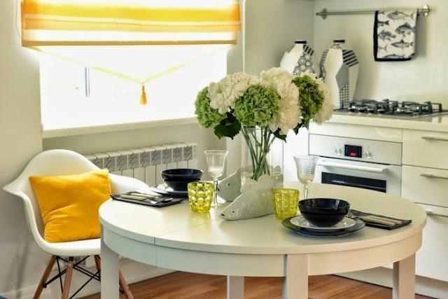 Apartamento decorado em azul e amarelo. Blog Achados de Decoração