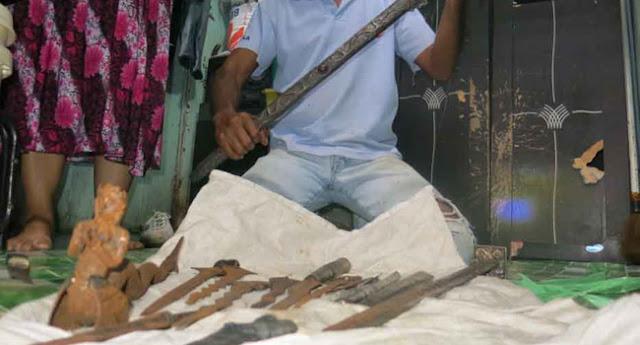 Heboh!!! Seorang Warga Temukan Harta Karun Terpendam, Nih Fotonya