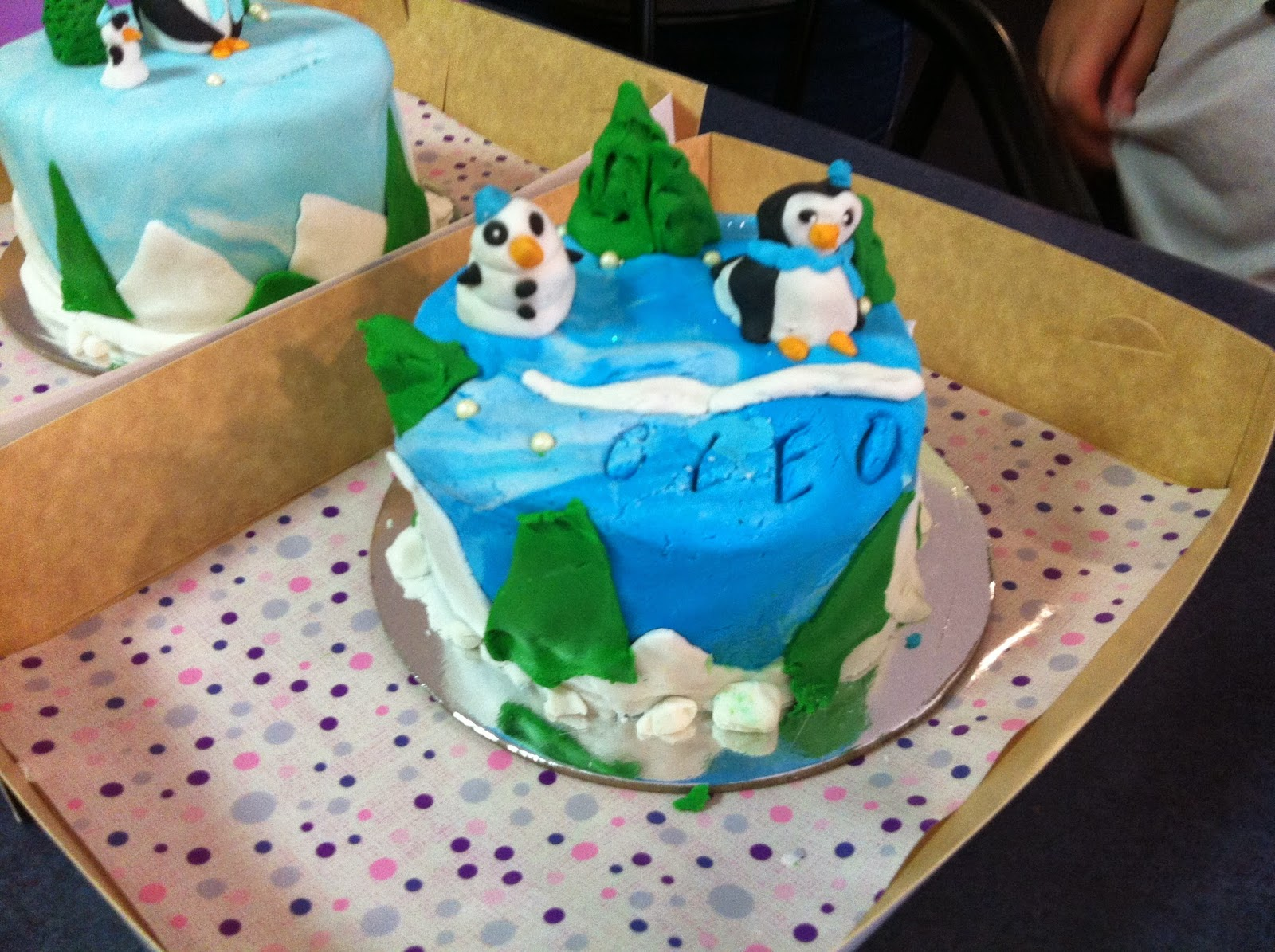 Cake Decorating Classes Georgia : Elegant Cakes and Party Dates: Making Penguin mini cakes ...