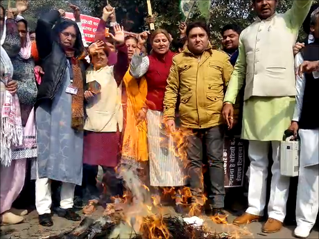 Inka over the cases of rising rap and gangrape in Haryana, blast the effigy of Chief Minister Manohar Lal