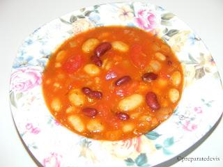 Supa consistenta de fasole si rosii retete culinare de post,