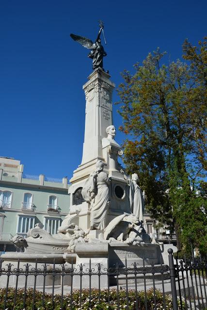 Alameda Apocada Gardens Cadiz statue