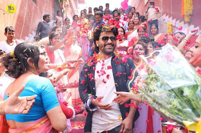 sharwanand-showered-with-rose-petals