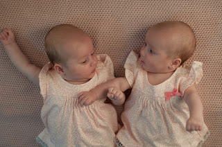 Bayi kembar perempuan