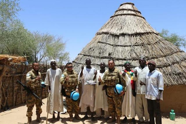 Satgas Indobatt-02 di Darfur Bantu Al-Quran dan Baju Batik