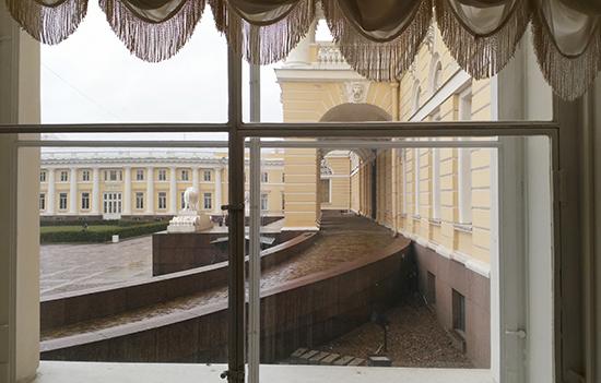 Михайловский дворец вид из окна