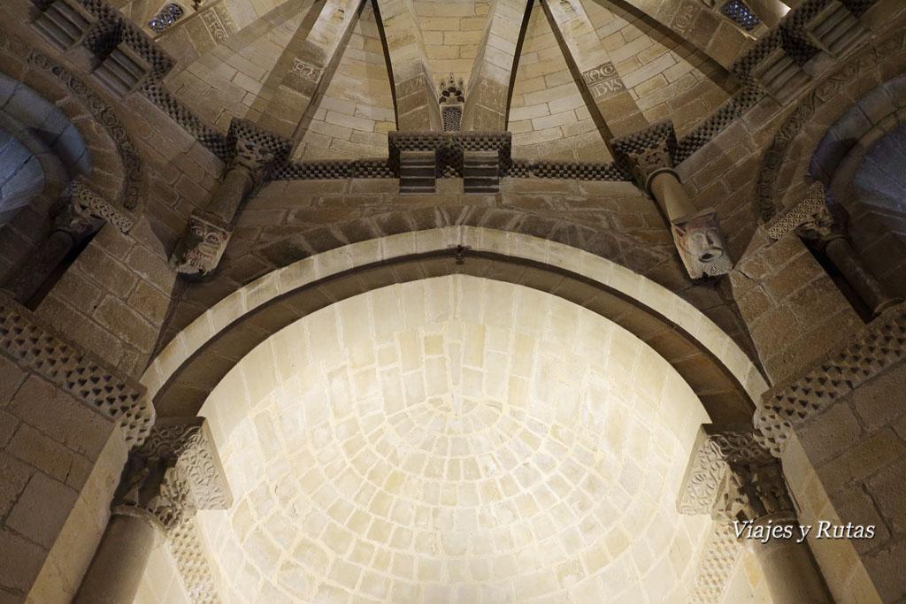 Ábside de la Iglesia del Santo sepulcro de Torres del Río