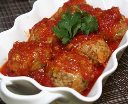 Món thịt viên sốt cà chua