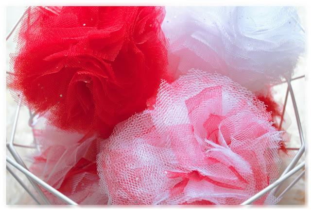 zoom pompons en tulle à paillettes rouges et blancs
