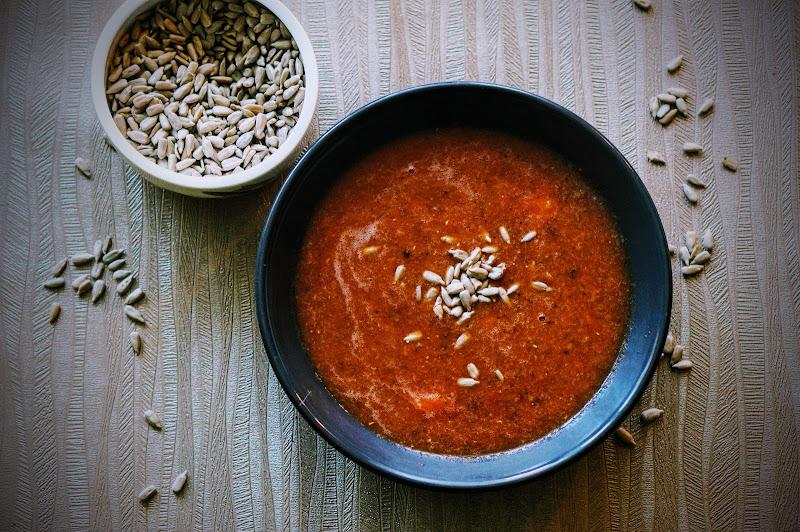 Pomidorowa zupa krem z czerwoną soczewicą