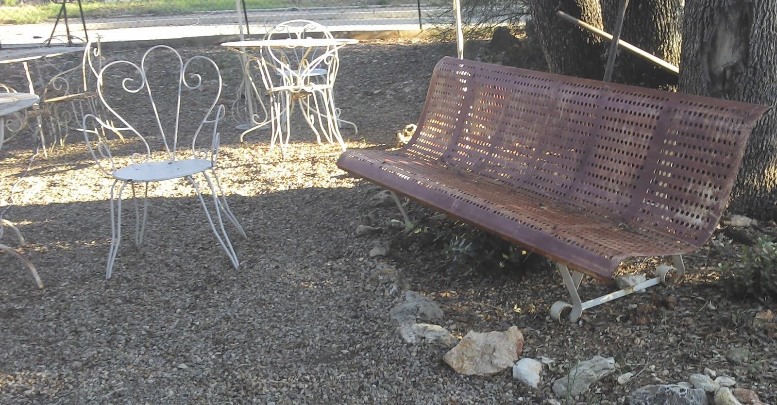 Ancien banc de jardin public en for Banc de jardin en fer