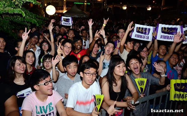 This was the atmosphere at the Hitz.fm Birthday Invasion LIVE concert later that night